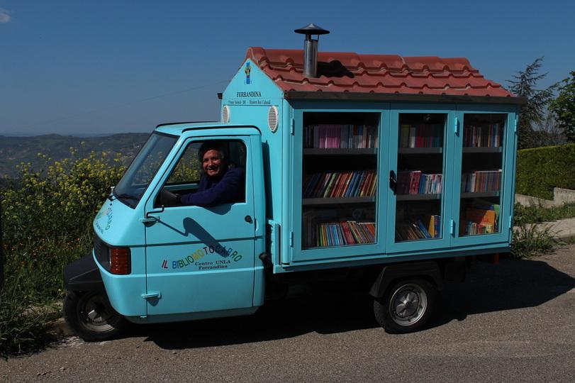 Bücher auf Rädern: Das ist die kleinste Bibliothek der Welt