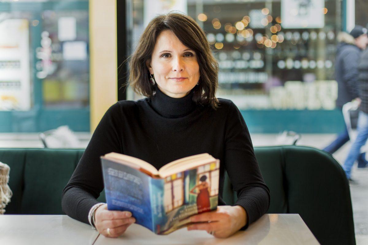 """Judith W. Taschler mit ihrem Roman """"Das Geburtstagsfest"""""""