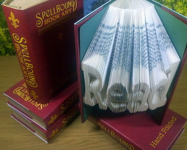 Buchskulptur von Spellbound Book Art