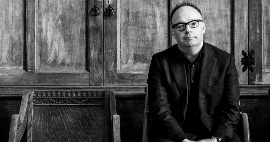 Für Aufstieg in die Top-10: Dieser Brit-Autor kauft Hunderte seiner Bücher
